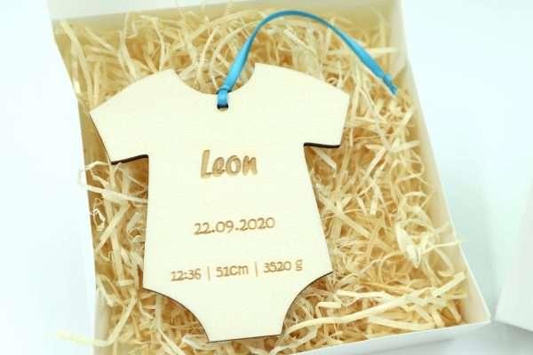 Little Boxes zur Geburt Strampler in Geschenkverpackung mit Gravur